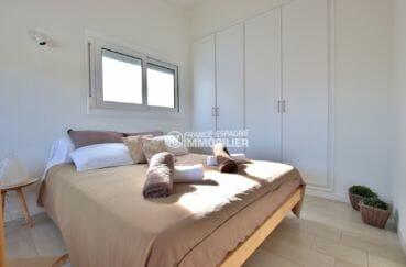maison a vendre a empuriabrava avec amarre, vue canal, chambre 2 avec lit double et placards
