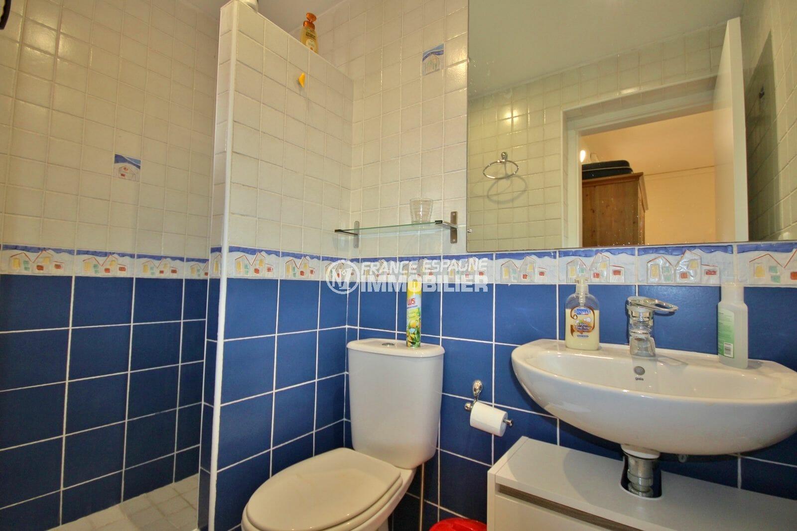 vente immobiliere costa brava: villa 170 m² , 2ème salle d'eau avec douche, lavabo et wc