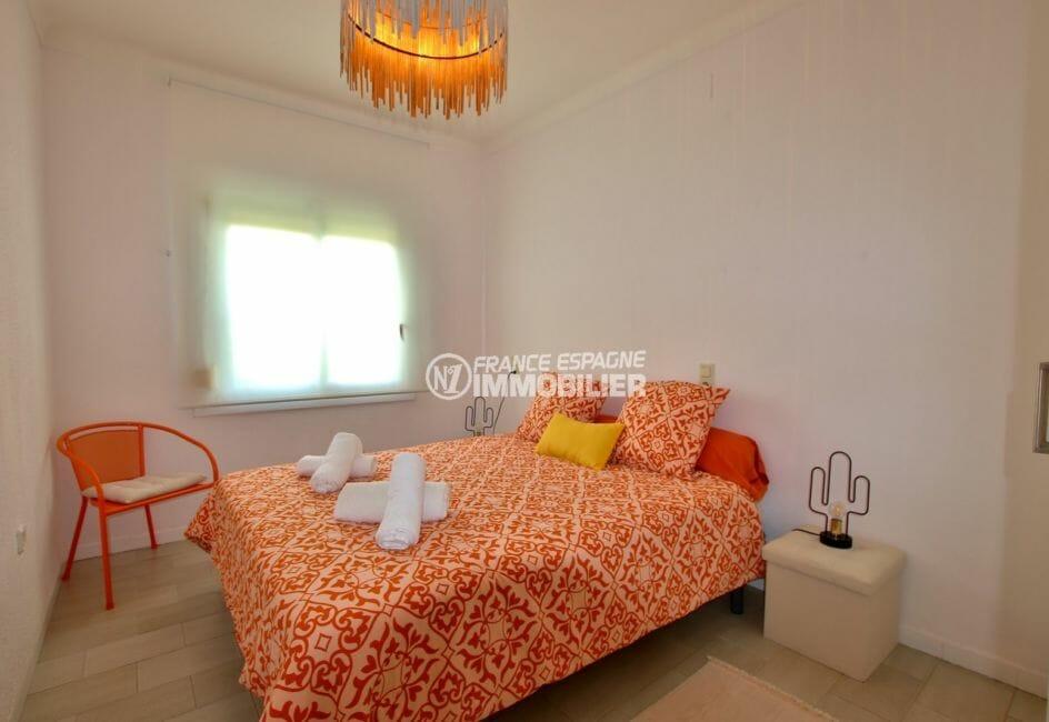 la costa brava: villa 94 m², chambre 3 avec un lit double