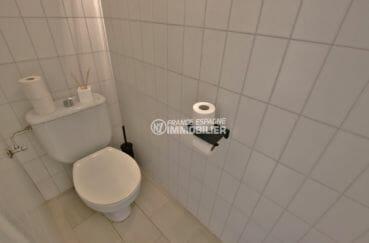 vente maison costa brava, amarre, aperçu des toilettes indépendantes