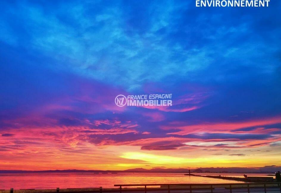 superbe coucher de soleil sur la baie de rosas aux alentours