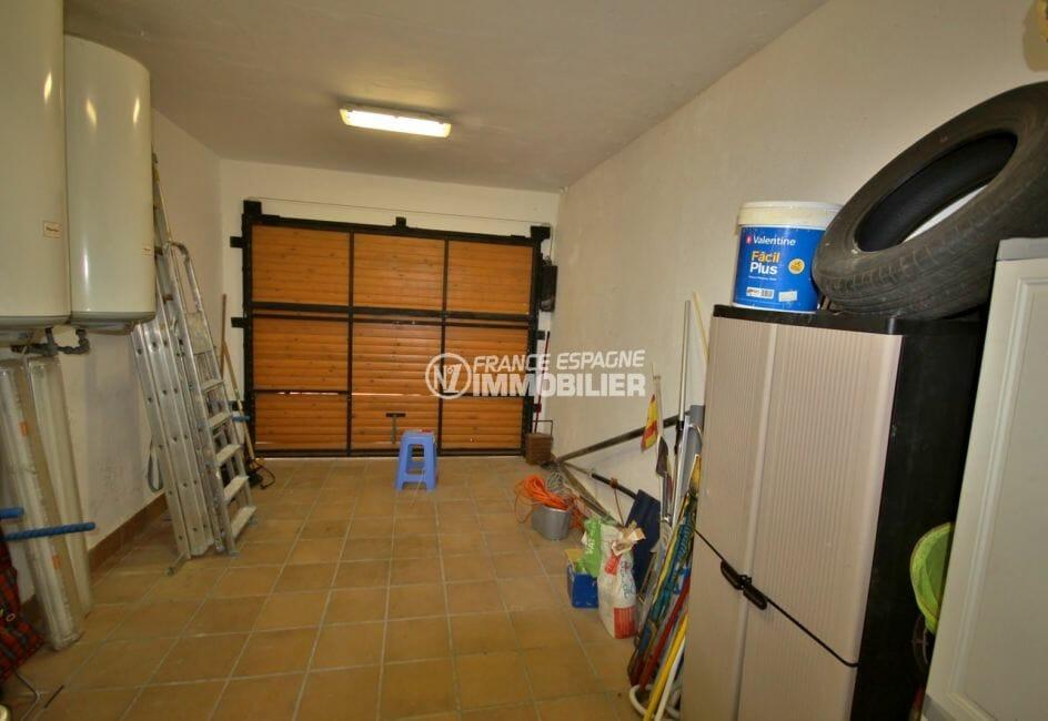 achat immobilier costa brava: villa 170 m², garage de 19 m² avec des rangements