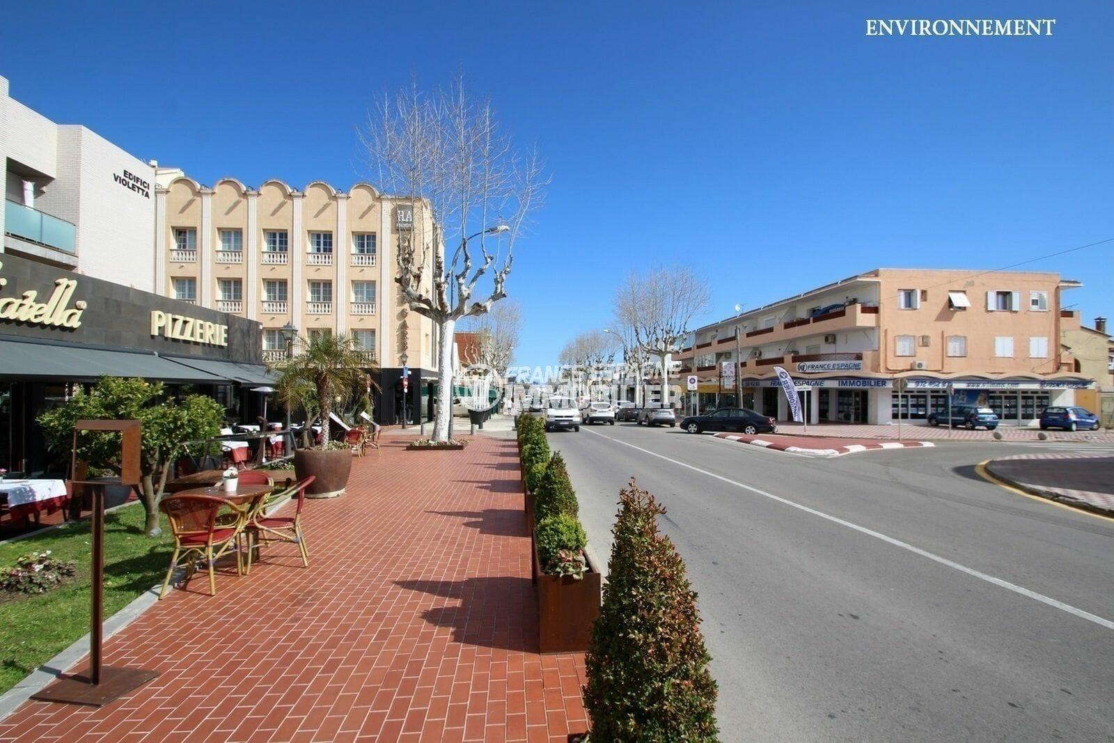 centre-ville et restaurants aux environs