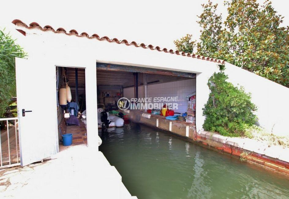 achat maison costa brava bord de mer, grand canal, aperçu de l'accès au garage à bâteaux