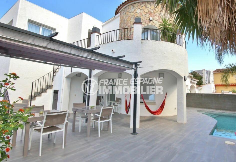 agence immo empuriabrava: villa avec piscine et garage, appartement indépendant