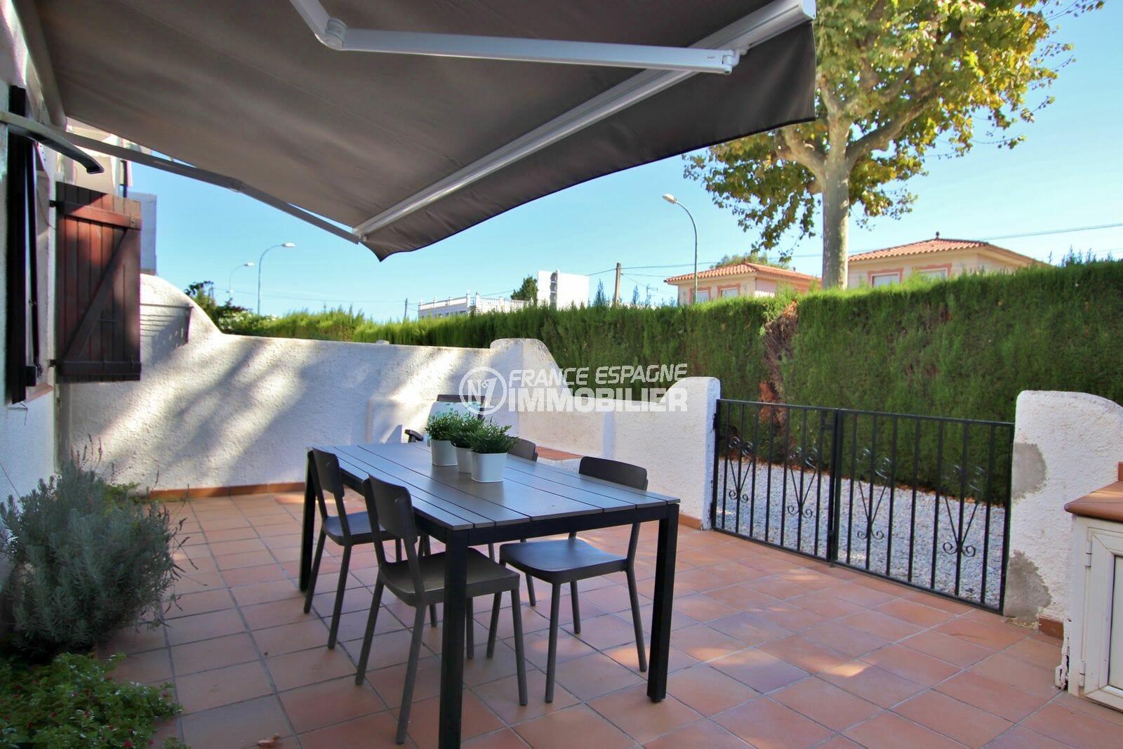 maison a vendre empuriabrava: rénovée, terrasse et parking, proche plage