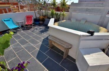 immo roses: villa avec terrasse solarium et jacuzzi, plage et commerces à 200 m