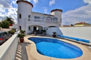 maison a vendre empuria brava, secteur prisé, piscine et garage, proche plage