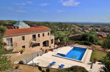immo roses: villa avec beaucoupo de charmes en pierre, piscine et garage