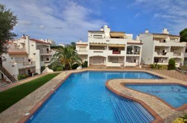 vente appartement rosas, résidence avec piscine, terrasse et barbecue, parking privé