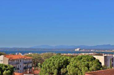 vente appartement rosas, secteur calme, vue mer, parking et piscine communautaire