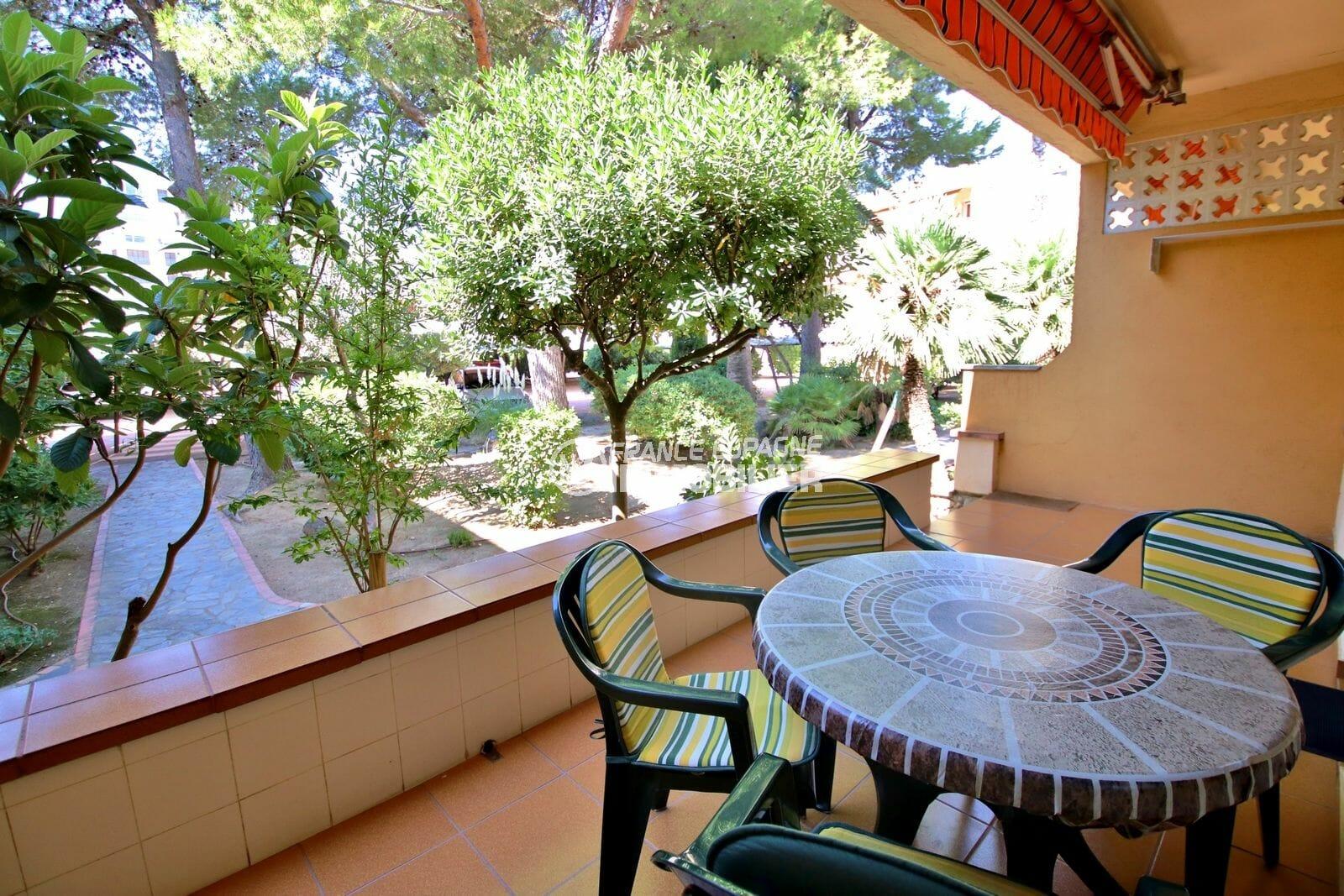 appartement rosas vente: appartement dans secteur prisé, terrasse et parking, plage 150 m