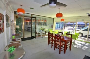 agences immobilières empuriabrava: commerce 65 m², 26 couverts en terrasse, 38 couverts total