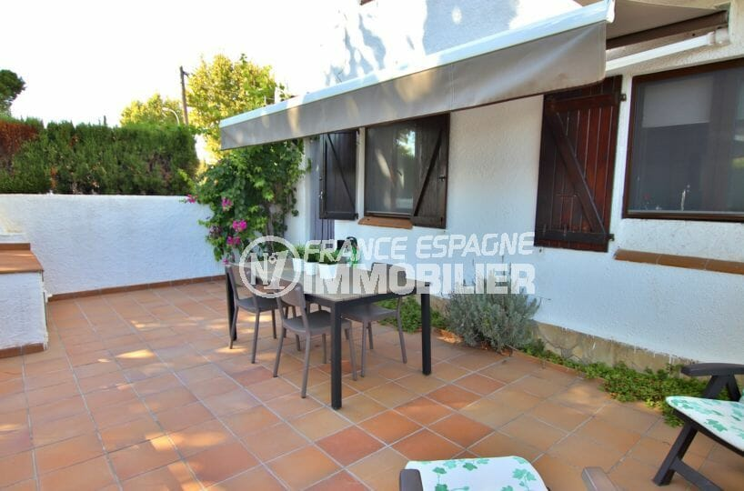 maison empuriabrava, 60 m², grande terrasse, coin détente / repas aménagé