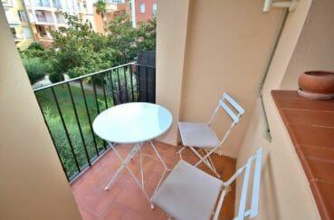 acheter appartement empuriabrava, bon investissement, aperçu du balcon vue piscine