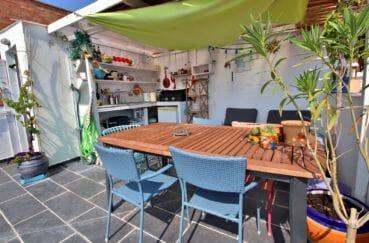 maison a vendre rosas, proche plage, cuisine d'été coin repas sur la terrasse solarium