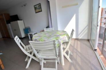 roses espagne: studio 24 m², terrasse véranda de 5 m² coin repas aménagé