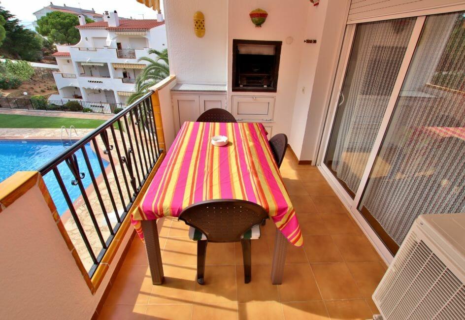 immo roses: appartement 41 m², terrasse avec barbecue intégré, vue piscine