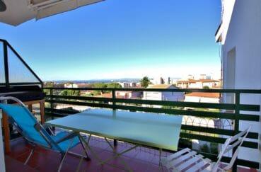 immo roses: appartement 35 m², terrasse avec vue dégagée sur la mer
