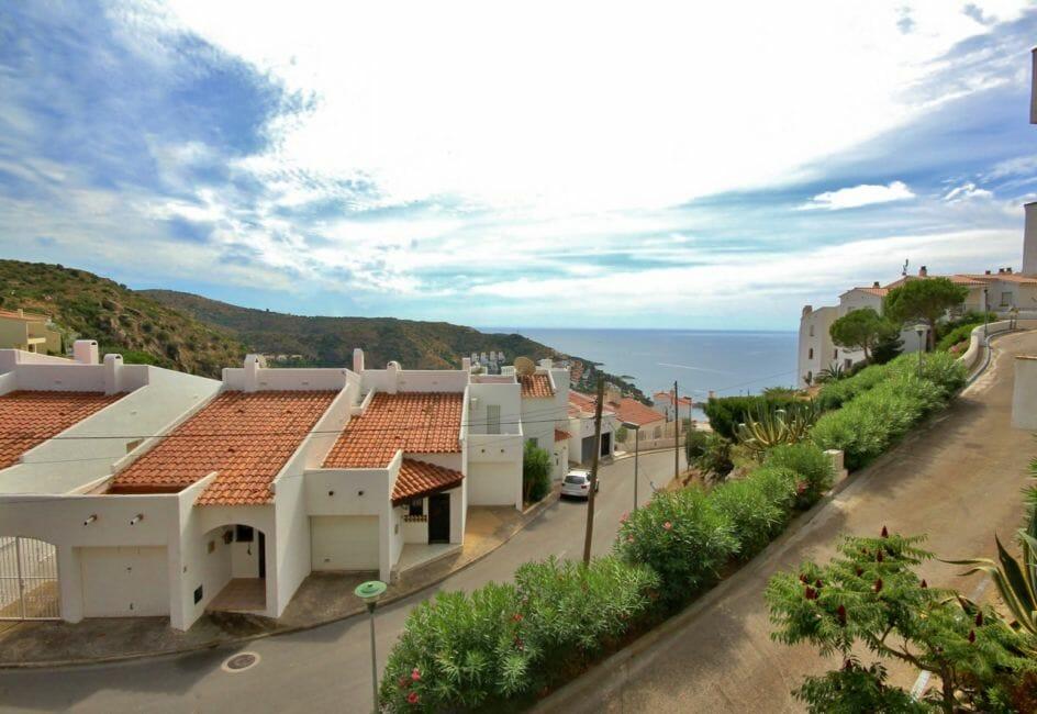 immo roses: appartement 71 m², vue dégagée sur les montagnes et la mer depuis la terrasse