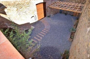 maison a vendre espagne, palau, aperçu du patio ancienne bergerie rénovée