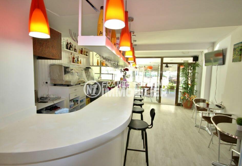 agence immobiliere empuriabrava: commerce 65 m², bar / restaurant 12 couverts à l'intérieur