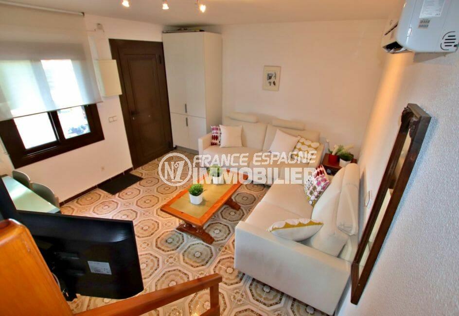 agence immobiliere empuriabrava: villa 60 m², salon / séjour avec rangements