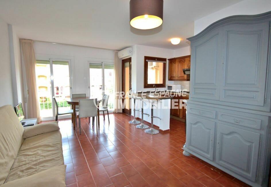 agence immobiliere empuriabrava: appartement 42 m², salon / séjour avec cuisine ouverte