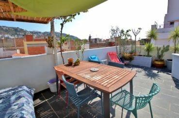 maison a vendre a rosas, proche plage, coin détente et repas sur terrasse solarium de 35 m²