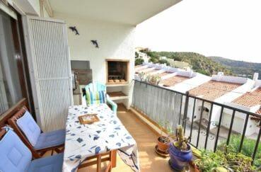 roses espagne: appartement secteur prisé, terrasse de 10 m² avec barbecue, vue mer