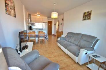 agence immobiliere empuriabrava: appartement atico, salon / séjour avec cuisine ouverte