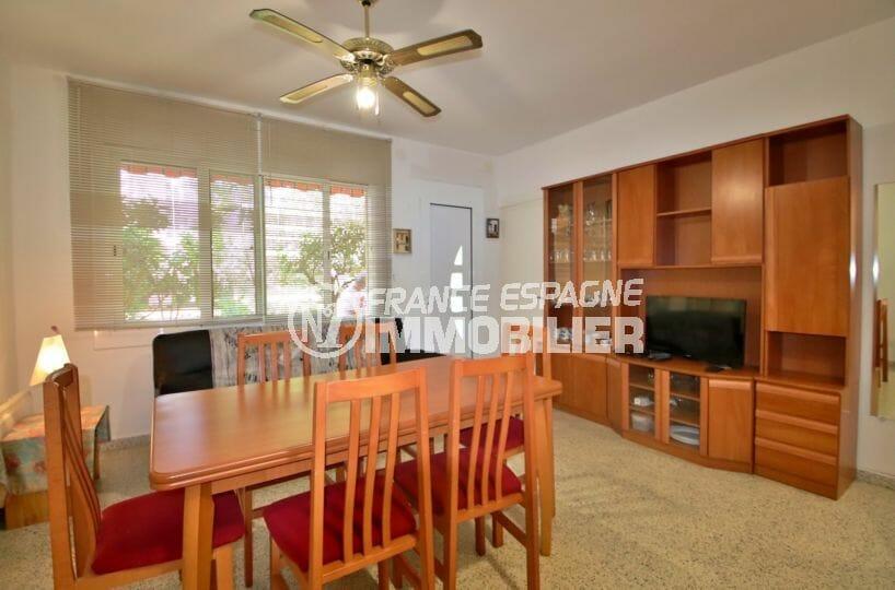 achat appartement rosas espagne: 50 m², salon / séjour avec de nombreux rangements