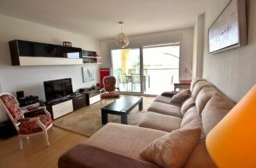 immobilier espagne rosas: appartement 80 m², salon / séjour avec accès terrasse vue canal