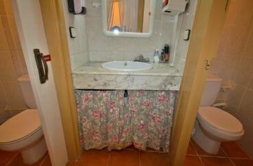 agence immobilière empuriabrava: commerce bar / restaurant, wc pour hommes et femmes avec lavabo