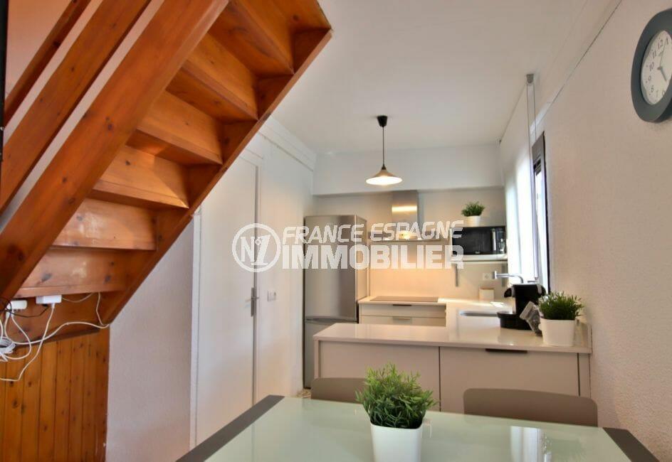 immobilier empuria brava: villa 60 m², cuisine américaine ouverte sur le salon / séjour