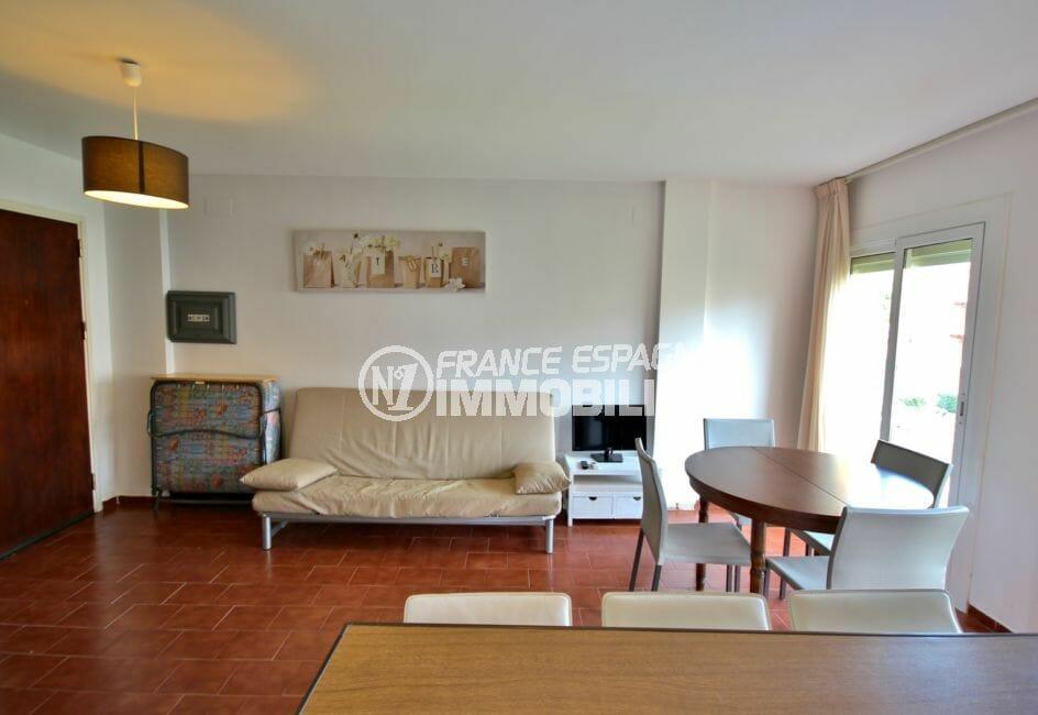 agence immobilière empuriabrava: appartement 42 m², salon / séjour avec accès balcon