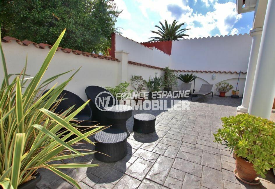 vente maison empuriabrava, garage, terrasse avec coin détente aménagé