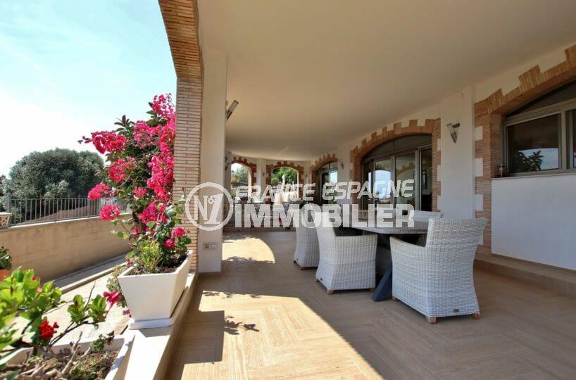 maison a vendre espagne, rosas, belle terrasse avec charme accès salon