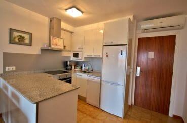 agence immobilière empuriabrava: appartement 75 m², cuisine équipée et fonctionnelle avec rangements