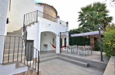 agence immobiliere empuriabrava: villa 128 m², à l'étage appartement indépendant avec terrasse