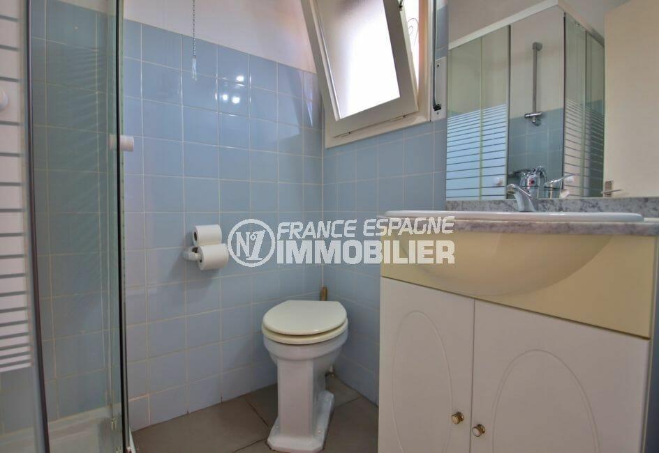 appartement a vendre a rosas, studio, salle d'eau avec cabine de douche, vasque et wc