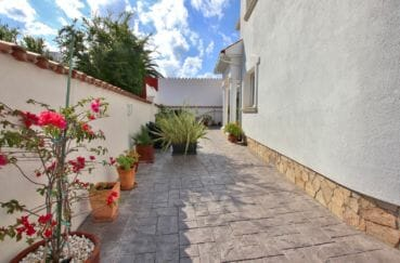 maison a vendre espagne catalogne, empuriabrava, terrain de 300 m² fleuri et entretenu