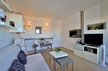 appartements a vendre a rosas, secteur calme, salon / séjour avec coin repas et des rangements