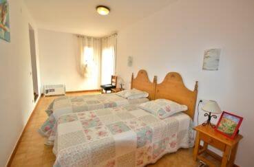 immobilier ampuriabrava: appartement 75 m², première chambre 2 lits simples accès terrasse