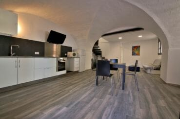 achat maison costa brava, palau, cuisine ouverte sur le salon / séjour rénové