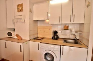 achat appartement rosas, piscine, coin cuisine équipé avec rangements
