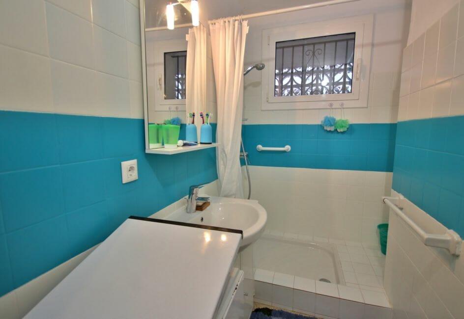 achat appartement rosas, parking, salle d'eau avec douche et lavabo