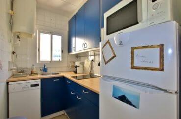 achat appartement rosas, proche plage, cuisine indépendante équipée et fonctionnelle