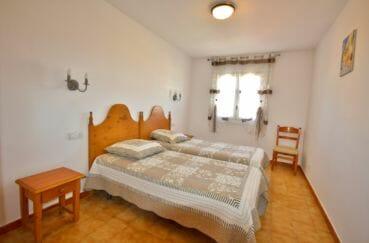 immobilier empuria brava: appartement 75 m², deuxième chambre avec deux lits simples
