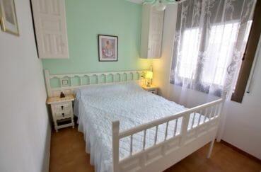 appartement à vendre à rosas espagne, parking, chambre lumineuse avec lit double